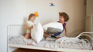 ホテルや店などで、聞き分けのない幼児をうまく扱う裏技