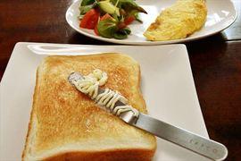 忙しい朝食に硬いバターを塗るストレスから解放してくれるバターナイフ【今日のライフハックツール】