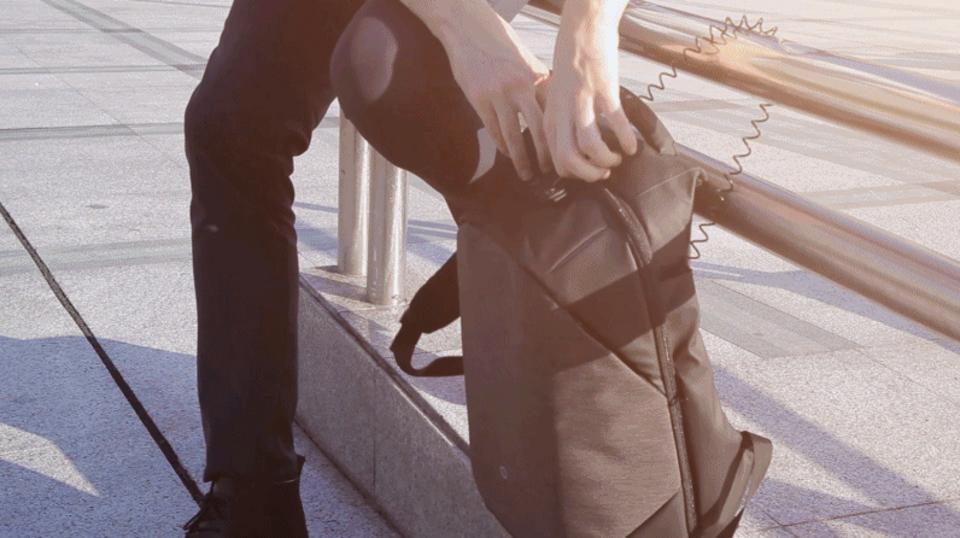 海外旅行でも安心できる。セキュリティ特化型バックパック『Clickpack Pro』【今日のライフハックツール】