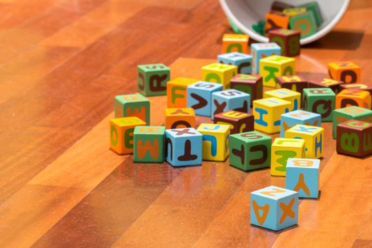 語学が苦手な人でもできる、子どもに外国語を教える方法