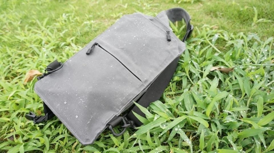 雨に対して無類の強さ。ショルダーバッグ「Baksteen(バクスティーン)」を使ってみました