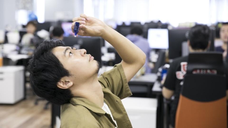 仕事の効率もアップ! デジタルライフの疲れ目を簡単に癒す5つの方法