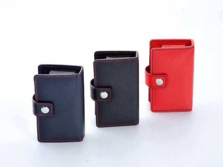 財布のポイントカード太り解消にも! 扇型の名刺入れ「OUGI」