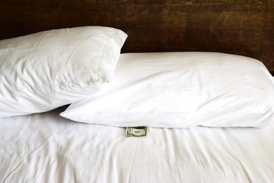 ホテルで枕銭(チップ)はいくら置くのが適切?