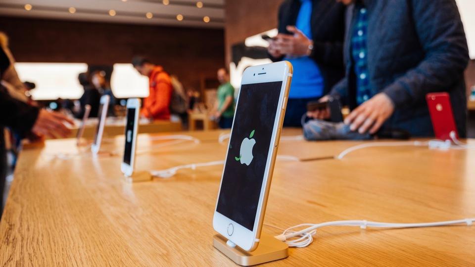 次期iPhoneは購入すべき? それともリース?