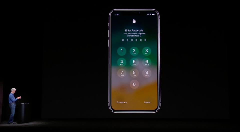 ミスじゃないんだから! iPhone Xの「Face ID」デモ1発目で顔認識が反応しなかった本当の理由