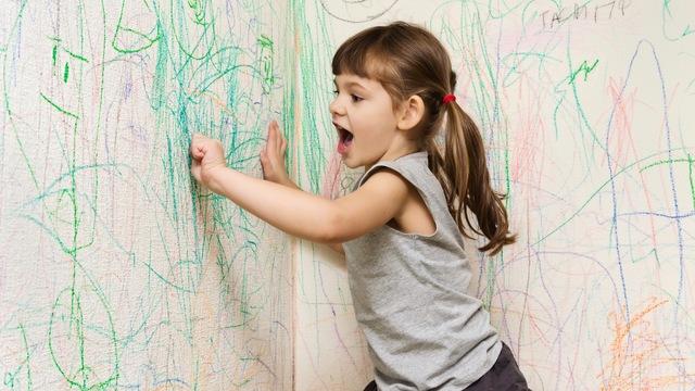 壁や服についたクレヨンの汚れを落とす方法