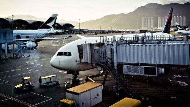 乗り継ぎ便を逃さないために、航空券を買う時に注意したいポイント