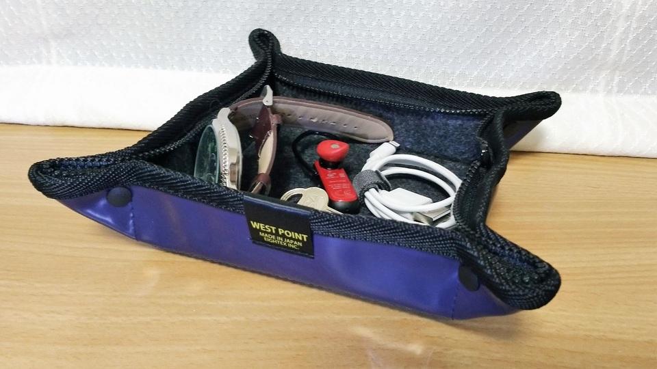 トレイからポーチに変形! 旅行に便利な小物収納ツール【今日のライフハックツール】