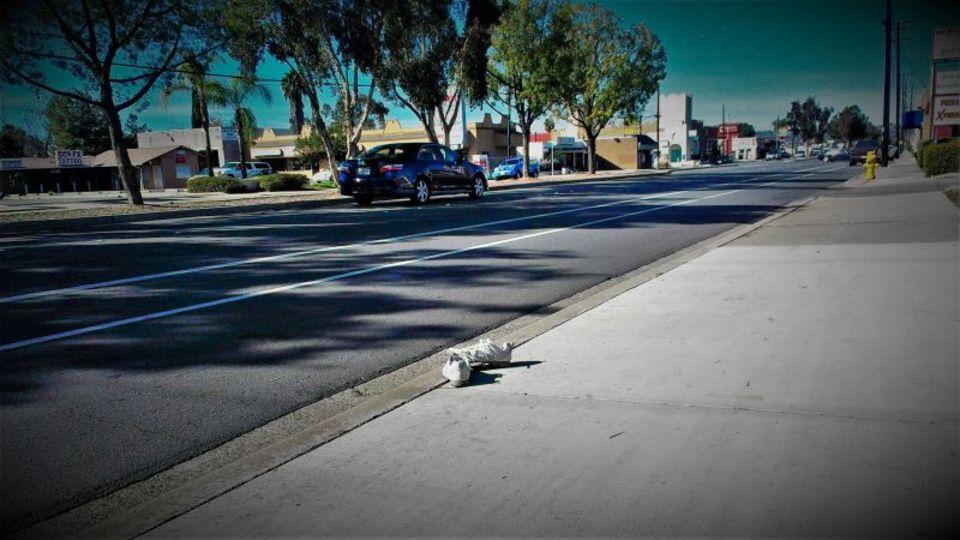 高速道路に靴が転がっている理由