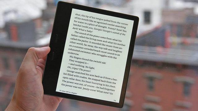 防水、オーディオブック対応の新型「Kindle Oasis」が登場! 旧モデルや競合との比較