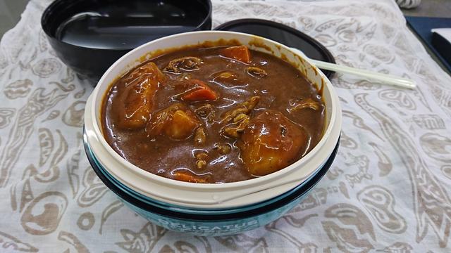 カレーライス、丼もの、パスタや冷麺をスマートにランチに持っていける弁当箱【今日のライフハックツール】