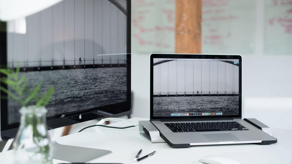 最高にパワフルなRetinaディスプレイ搭載MacBook Pro専用ドック【今日のライフハックツール】