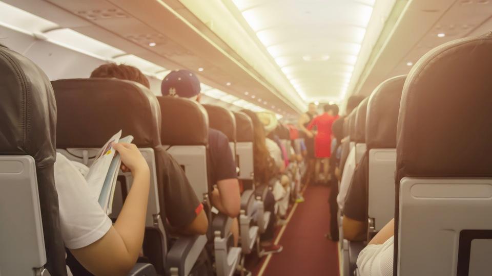 飛行機で選んではいけない「最悪の座席」とは