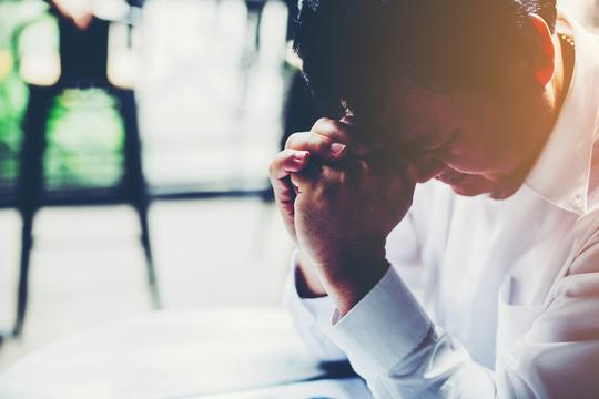 その場で簡単にできて効果があるストレス解消法「タッピング」のやり方