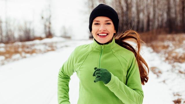 ロングタイツやフェイスマスクも。冬の野外スポーツで使える防寒グッズまとめ