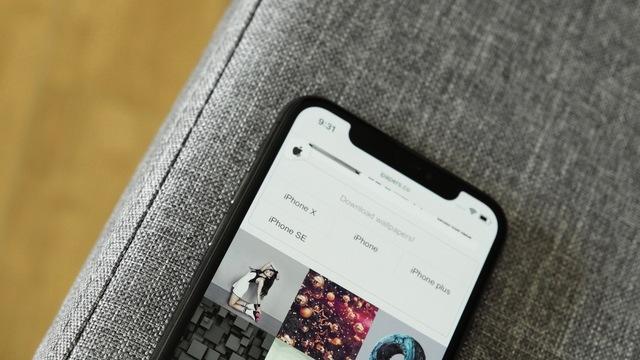 iPhone Xの切り込みを、Androidに再現するだけのアプリ「XOutof10」