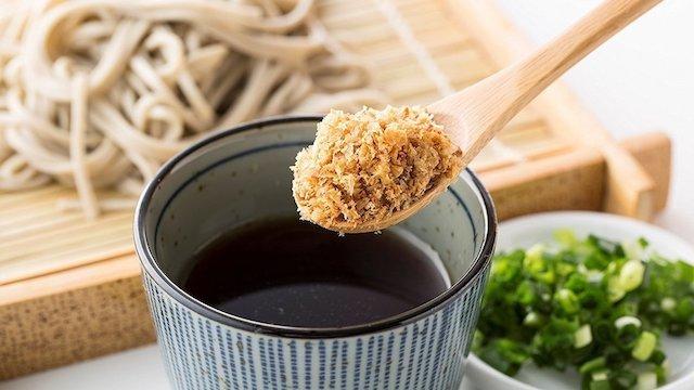 サクサク新食感を楽しむ。幅広い料理で活躍するフレーク状の醤油・明太子・納豆