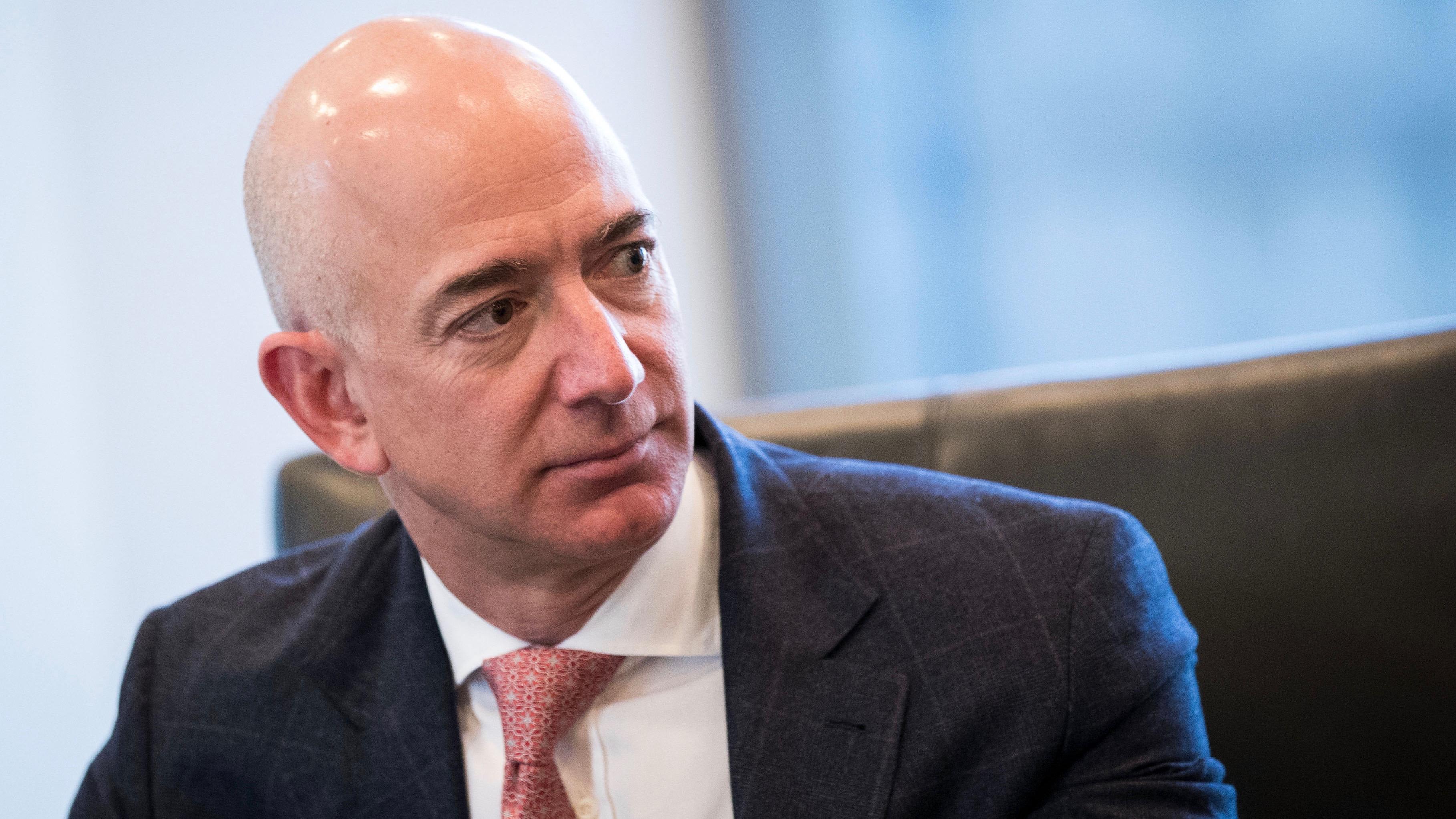 Amazonのジェフ・ベゾスCEO、成功の秘訣は「80歳の自分」を想像すること ...
