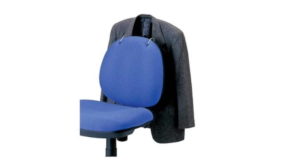 椅子にハンガーをつけるという新発想。あるようでなかったチェアハンガー「服の神」