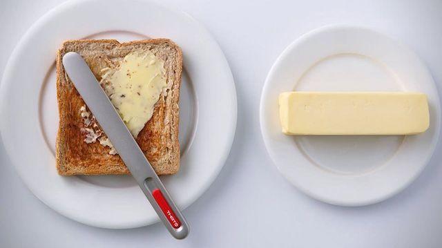 忙しい朝にも便利! 熱伝導でバターを食べごろに溶かす「スプレッドザット」バターナイフ
