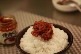 ご飯にザクザクのせよう。甘辛のお肉でご飯がすすむ「のっけるふりかけ 焼肉ビビンバ味」
