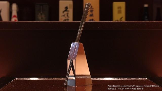 新スタイルのお箸&スタンド「sutto」で縦方向にスマートな暮らしを【今日のライフハックツール】