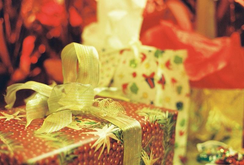 プレゼントを豪華に見せるには、重量と色が大切:研究結果