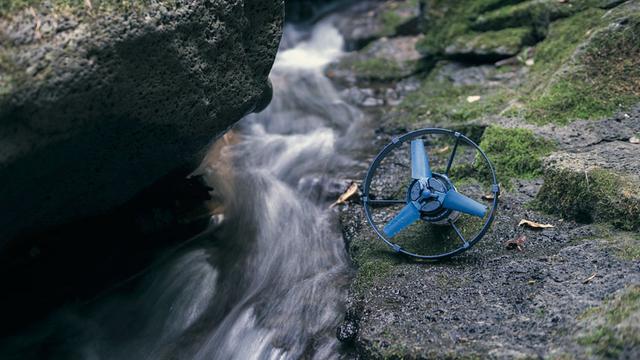 スマホ充電2回分の電気が貯められる水力発電機付きバッテリー「Enomad Uno Pioneer Edition」【今日のライフハックツール】