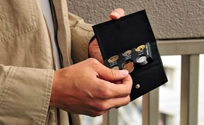 ミニ財布としても活躍。薄さと機能性を備えたコインケース「COIN HOME」