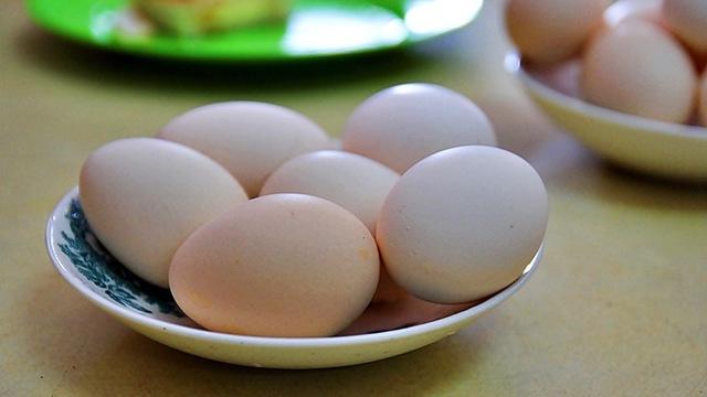 電子レンジでゆで卵を温めてはいけない理由