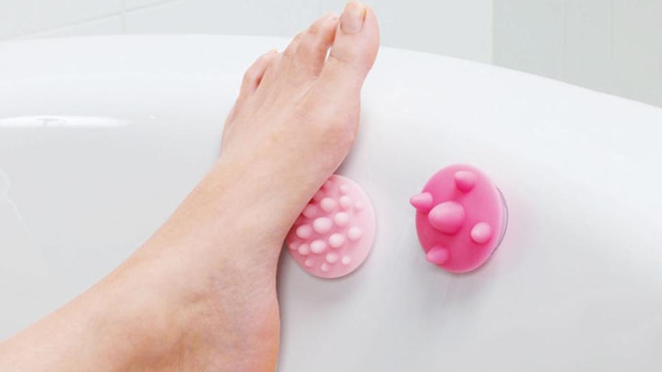 温かいお風呂に浸かりながら、足裏のコリを気持ちよくグリグリほぐせるツール