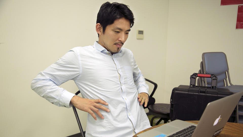 肩・首・腰をほぐす。デスクで手軽に実践できるストレッチ3選