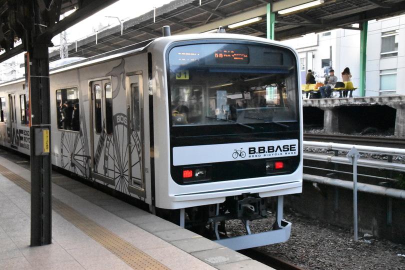 自転車をそのまま持ち込める電車「B.B.BASE」が運行スタート。開発に関わった人たちの思いとは