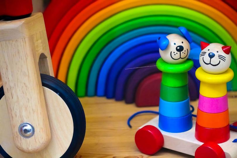 おもちゃが少ないほうが、子どもは独創的に遊ぶ:研究結果