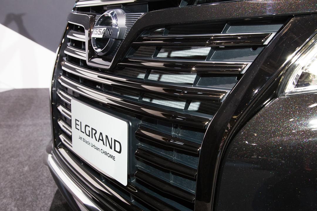 elgrand-jet-black-urban-chrome4