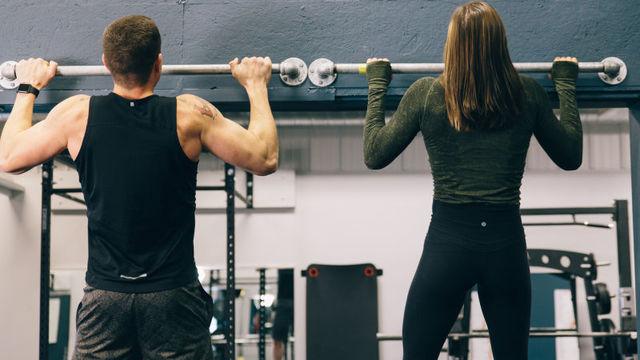 懸垂ができない人に試してほしいトレーニング方法
