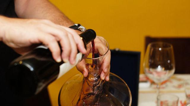 ワインのデキャンタは本当に必要なのか?