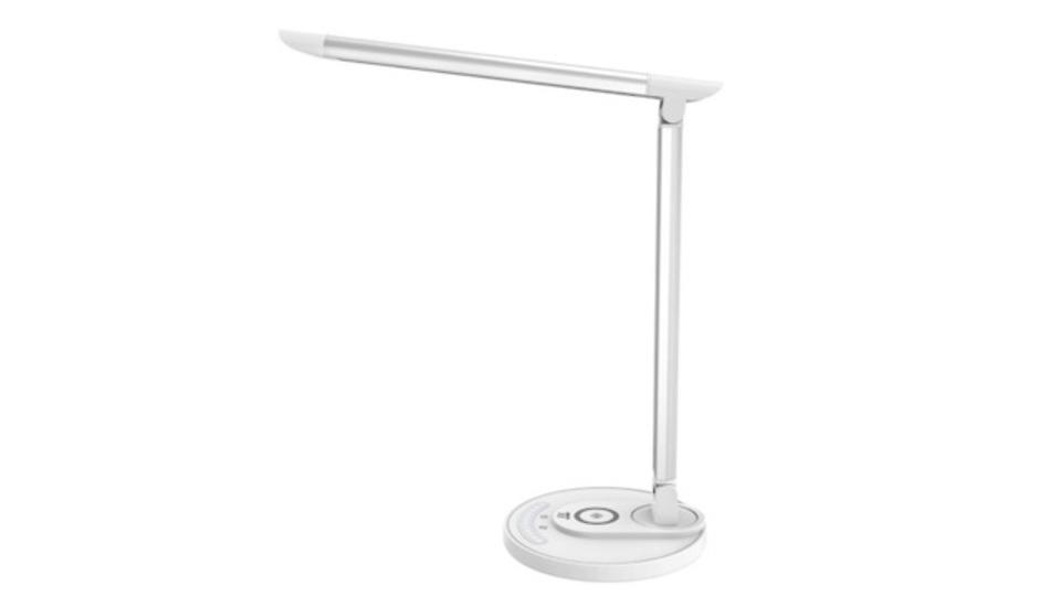 照明とワイヤレス充電を両立。TaoTronicsの「LEDデスクライト」でデスクの省スペース化を実現しよう