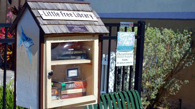 不要な本をご近所さんとシェア。小さな無料図書館を開設する方法