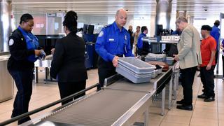 空港のセキュリティに引っかからず、サプライズの婚約指輪を通過させる方法