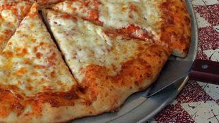 食べ残したピザは冷蔵庫で保管すべき? それとも常温?