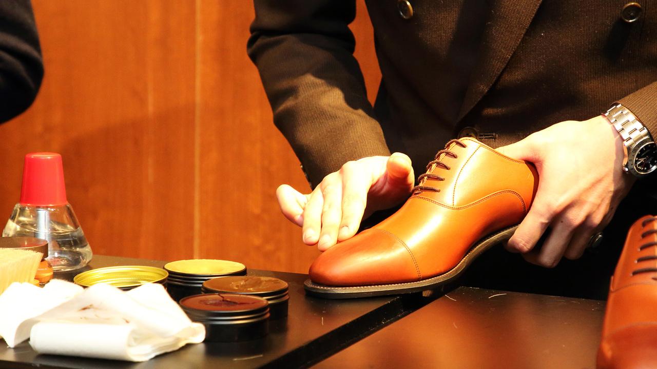 65靴磨き手元
