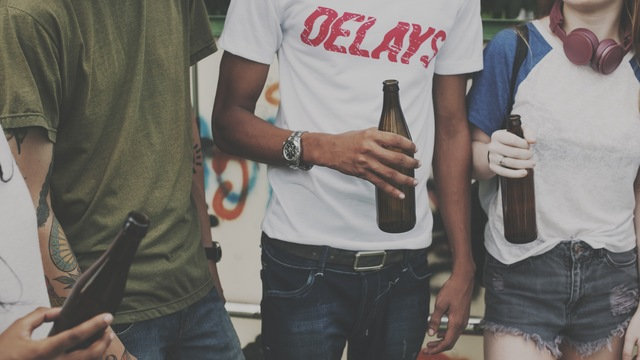 10代の我が子にお酒をすすめてはいけない理由:調査結果