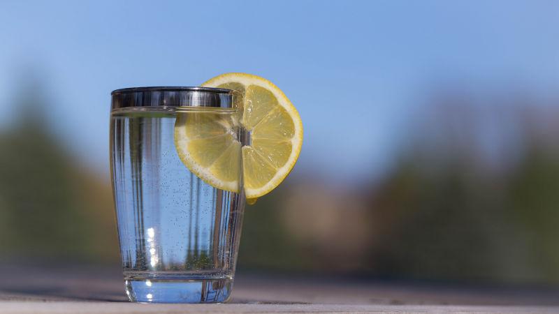 汁 効果 レモン レモン水はただのレモン水。毒にも薬にもならない