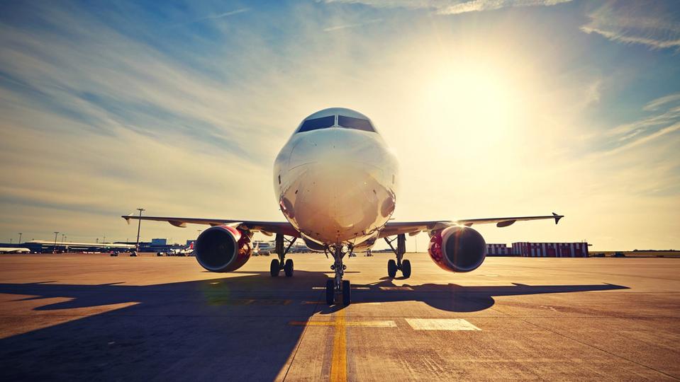 飛行機が予定外の空港に着陸したときの対処法 | ライフハッカー[日本版]