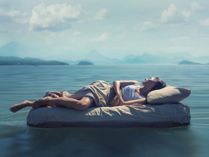 食事で眠りは変わる。睡眠の質を上げる夜食のコツ