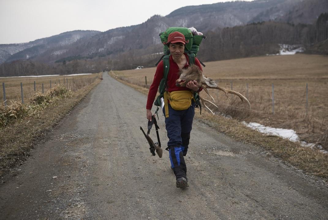 都会に働き、自然に生きる。「アーバンサバイバル」を実践する登山家のライフスタイルとは