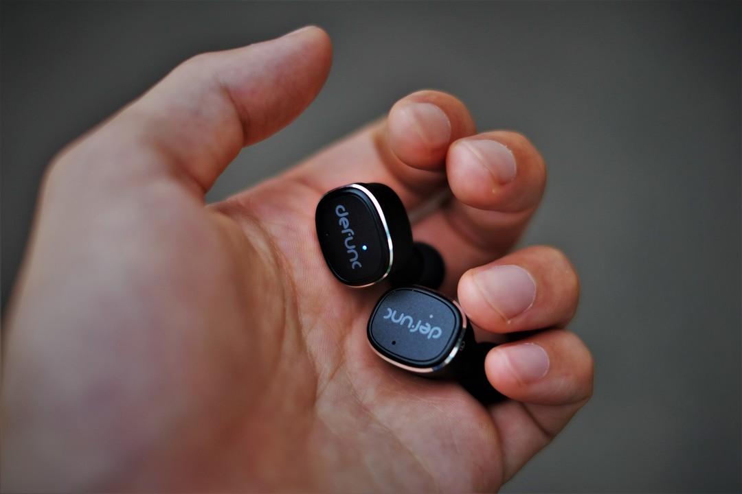 headphonesonhand5