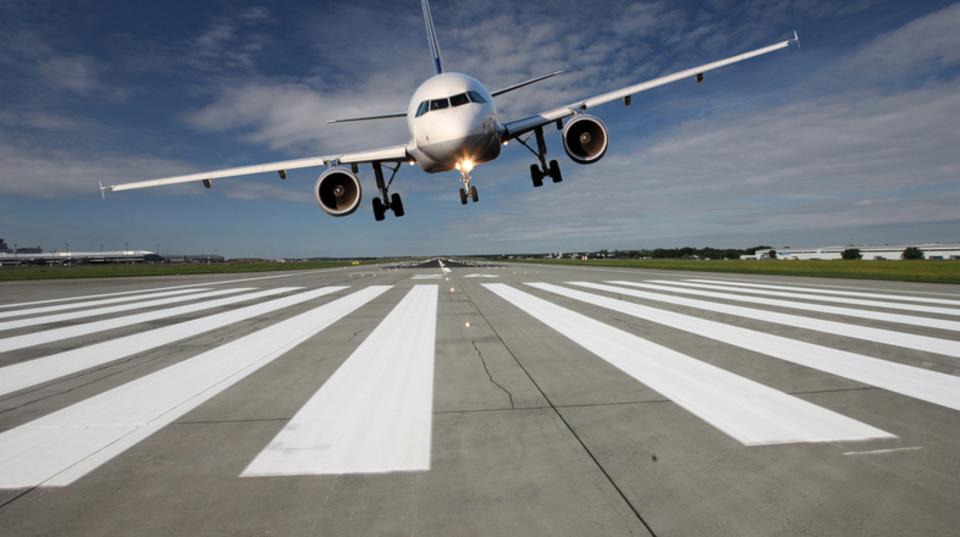 着陸前に飛行機が揺れる原因3つ。パイロットの想定内です | ライフ ...